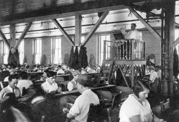 کتاب خوان کارخانه