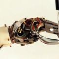 1997-ROBOT-HAND-HOLDING-P-009