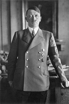 220px-Bundesarchiv_Bild_183-H1216-0500-002,_Adolf_Hitler