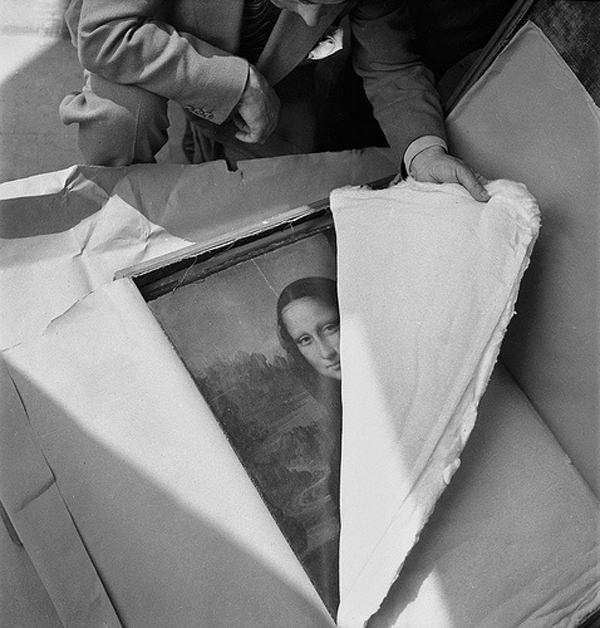 Da Vinci's Mona Lisa is returned to the Louvre after WWII.