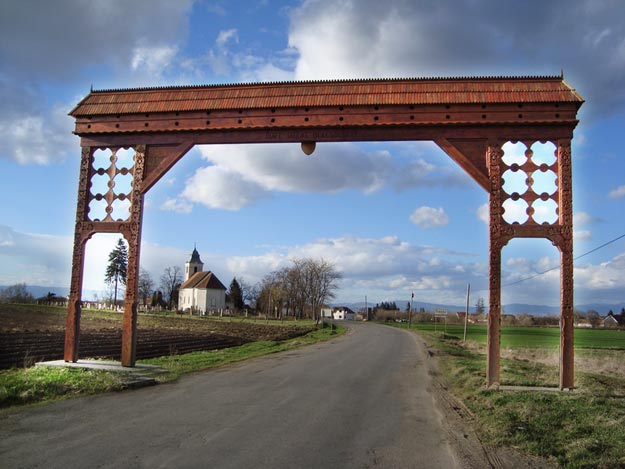 Hand-carved-wooden-gate-in-Imecsfalva,-Szekely-Land,-Transylvania
